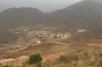 تحطم مركبات سكان قريتي ضبع والمعقر بالحرجة بسبب عدم إكمال مشروع السفلتة - المواطن