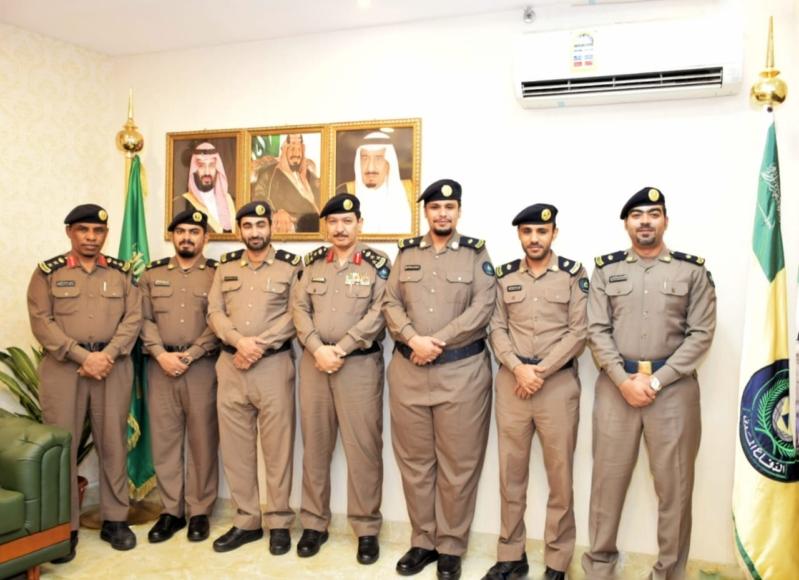 مدير مدني مكة يقلد عدداً من الضباط رتبهم الجديدة