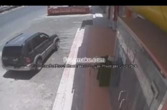 فيديو خاص .. سرقة 13 ألف ريال من تموينات بخميس مشيط في وضح النهار - المواطن