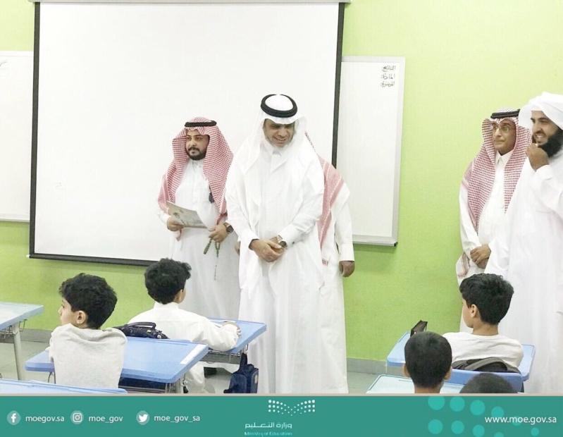 بالفيديو.. العيسى يشارك الطلاب والمعلمين أول يوم دراسي