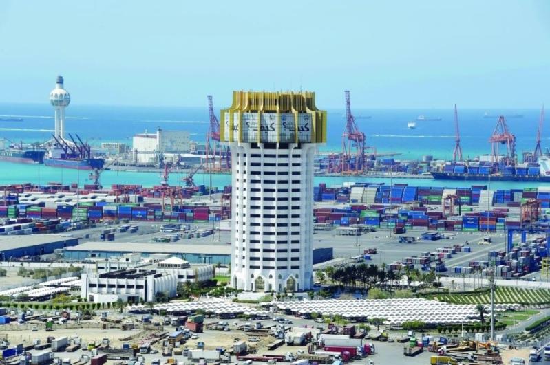 إيقاف الملاحة في ميناء جدة بسبب سوء الأحوال الجوية