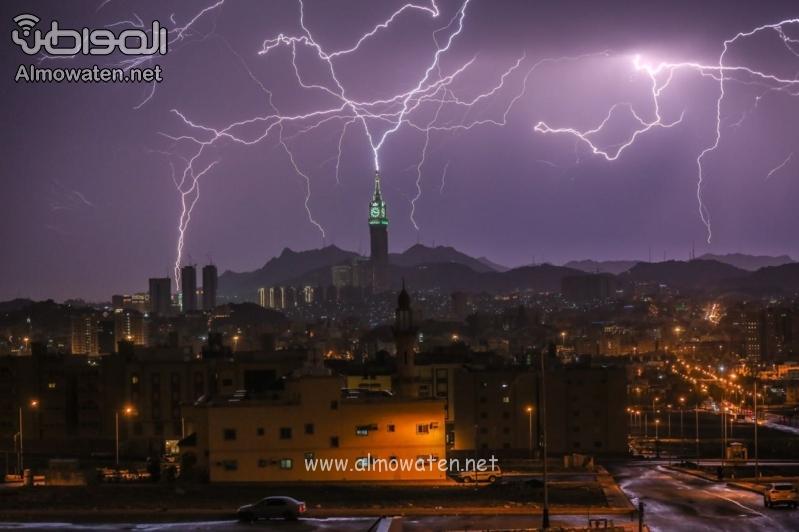 توابع الأحوال الجوية في مكة .. التماسات كهربائية وسقوط أشجار ولا إصابات