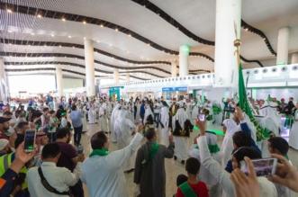 شاهد بالصور.. مطارات المملكة تحتفي مع المسافرين بيوم الوطن - المواطن