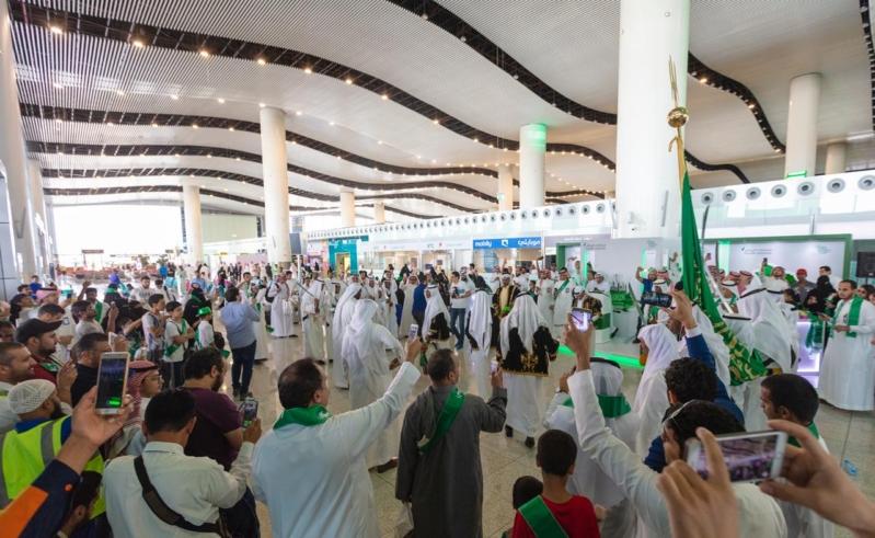 شاهد بالصور.. مطارات المملكة تحتفي مع المسافرين بيوم الوطن