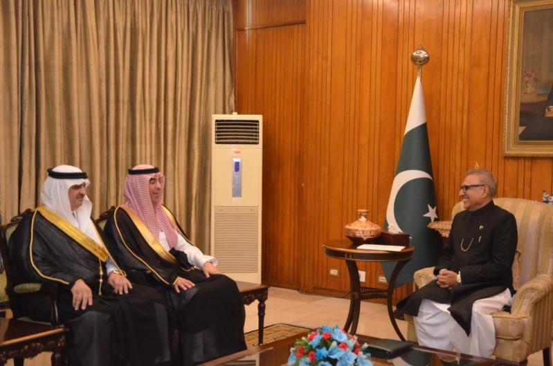 الرئيس الباكستاني يستقبل وزير الإعلام في إسلام آباد