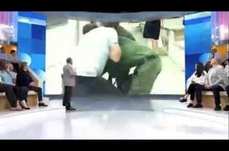 شاھد.. الاعتداء على مراسل قناة روسیة في بث مباشر - المواطن