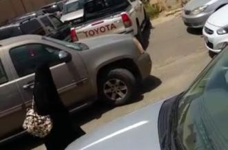 بالفيديو والصور.. تكدس المركبات أمام بوابات مجمع مدارس البنات بدرب العقيدة - المواطن