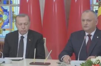فيديو.. النوم سلطان أردوغان يفرك عيونه مستسلمًا للنعاس - المواطن
