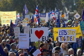"""بالفيديو.. أكثر من نصف مليون يطالبون باستفتاء ثان للـ""""بريكست"""" وسط لندن - المواطن"""