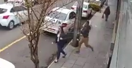 فيديو.. رجل يعتدي على امرأة دون سبب! - المواطن