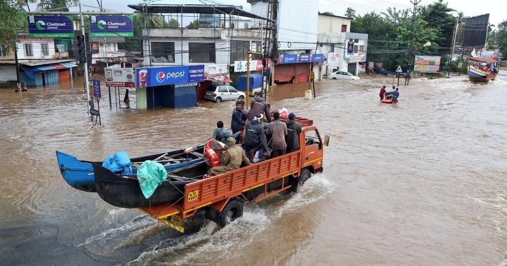 إعصار تيتلي يقتل شخصين ويقطع الكهرباء عن الآلاف في الهند