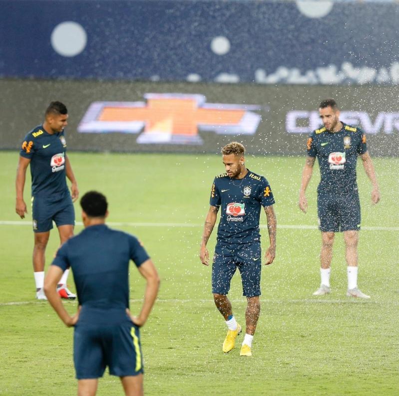 المنتخب البرازيلي يُدشن أول تدريباته في الرياض