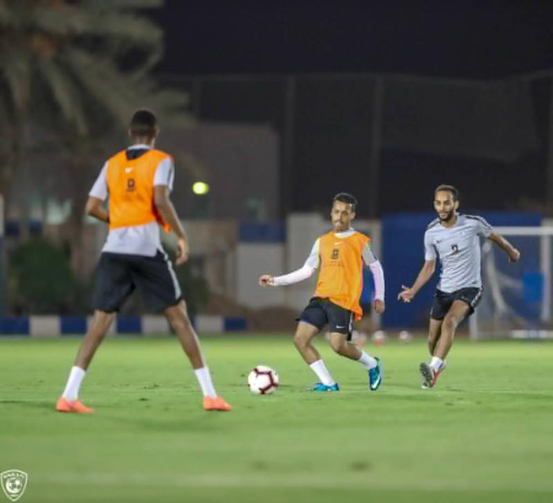 الهلال يبحث عن الفوز العربي الثاني أمام الزمالك