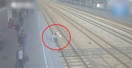 فيديو.. رجل ينتحر بالنوم على قضبان قطار - المواطن