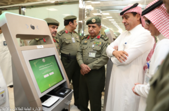 تشغيل تجريبي لأجهزة الخدمة الذاتية في جوازات مطار الملك خالد - المواطن