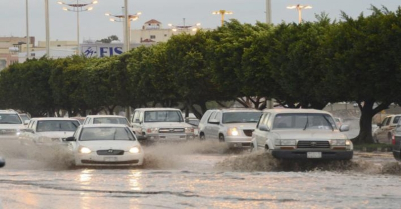 ١٤ حادثاً و١٩ إصابة في عسير بسبب الأمطار