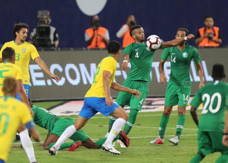 الأخضر السعودي يحرج راقصي السامبا رغم الهزيمة