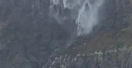فيديو.. الرياح تُعيد مياه شلال إلى الخلف! - المواطن