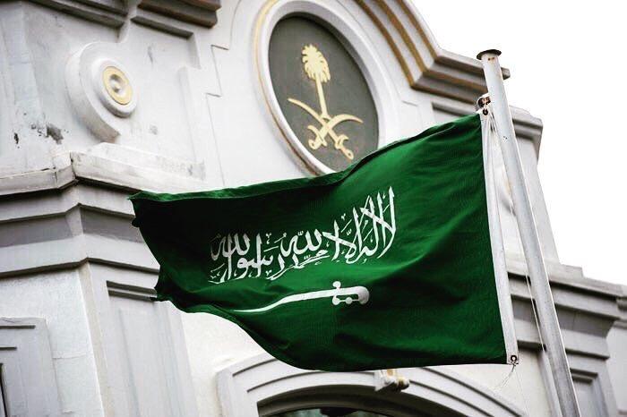 السعوديون صف واحد خلف القيادة: مساعٍ واهنة مآلها الزوال
