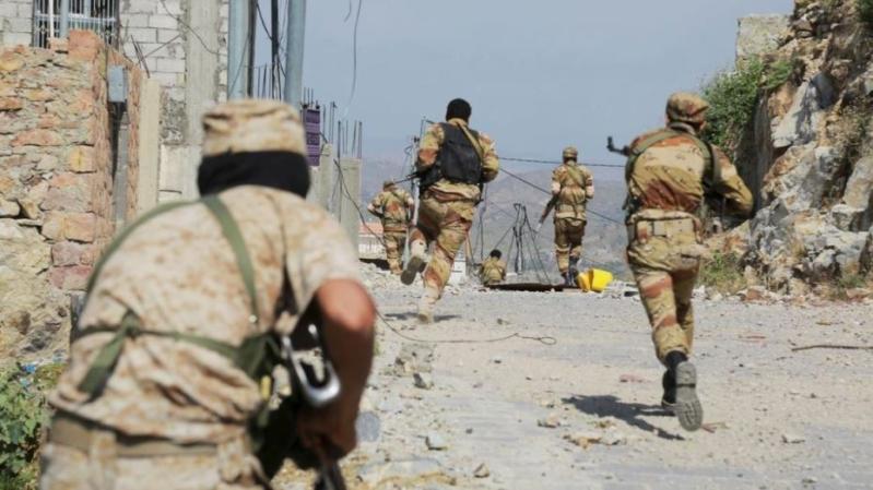 الجيش اليمني يستهدف رتلًا حوثيًا في كتاف ويقتل العشرات في حجة