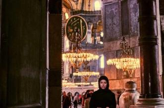 تركيا تحتضن ماريسا بابين صاحبة الصورة العارية في مسجد آيا صوفيا - المواطن