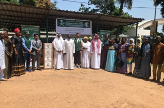 صور.. مركز الملك سلمان يسلم 50 طناً من التمور إلى جامبيا - المواطن