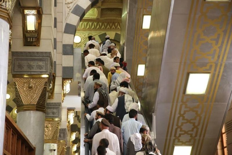 في أجواء إيمانية وروحية.. جموع المصلين يؤدون صلاة الجمعة في رحاب المسجد النبوي - المواطن