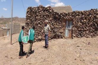 مركز الملك سلمان يواصل توزيع السلال الغذائية على المحتاجين بالضالع - المواطن