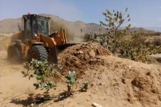 صور.. إيقاف تعديات على أراضٍ حكومية بمساحة 4 آلاف متر جنوب بارق - المواطن