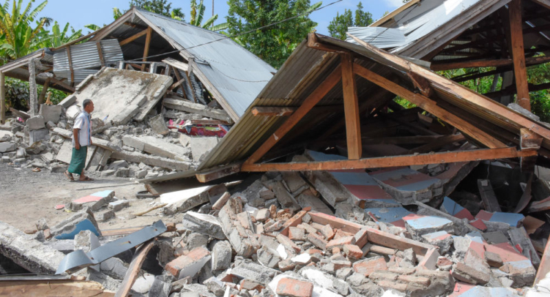 صور.. ارتفاع ضحايا زلزال إندونيسيا لـ2113 قتيلًا وأكثر من ألف مفقود