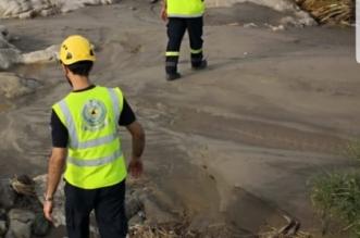 صور.. العثور على جثه مفقود بسيول وادي عرمرم بالحريضة - المواطن