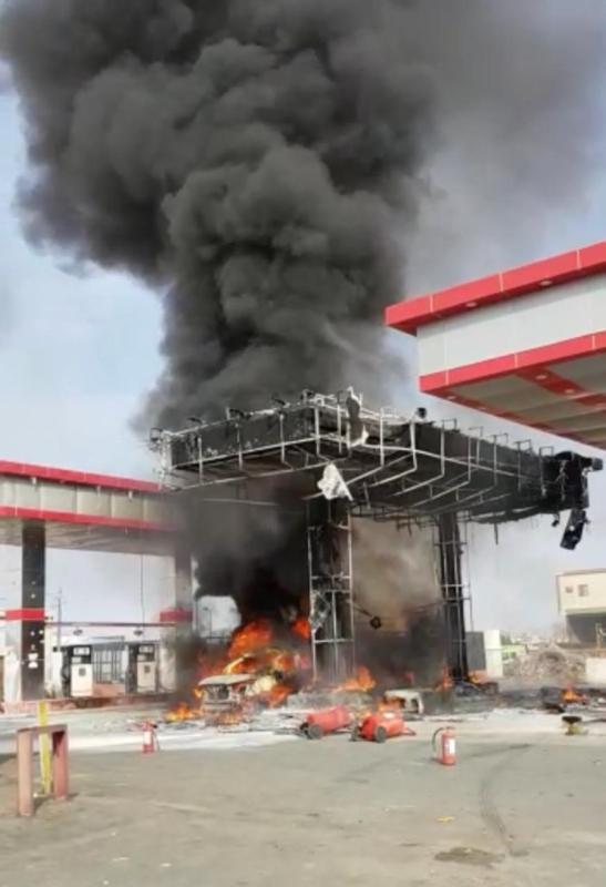 صور.. حريق مروع يلتهم محطة بنزين في راشدية مكة - المواطن
