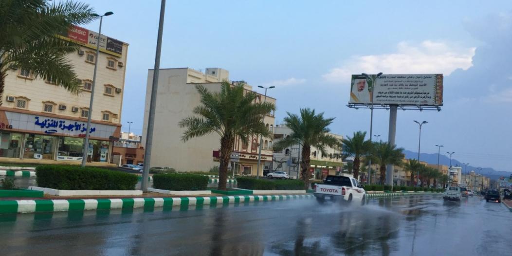 صور.. الأمطار تغسل المجاردة.. والمدني: ابتعدوا عن الكهرباء والمياه