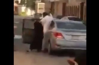 العمل توضح حقيقة مقطع رجل يضرب فتاة بلا رحمة - المواطن