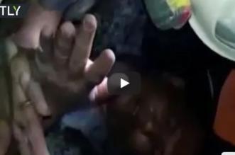 فيديو.. لحظة انتشال إندونيسي من تحت الأنقاض بعد 4 أيام من الزلال المدمر - المواطن