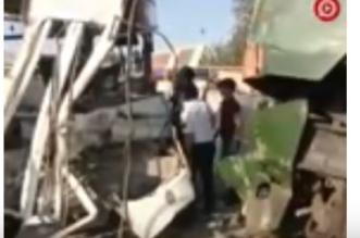فيديو.. قطار يشطر حافلة ركاب - المواطن