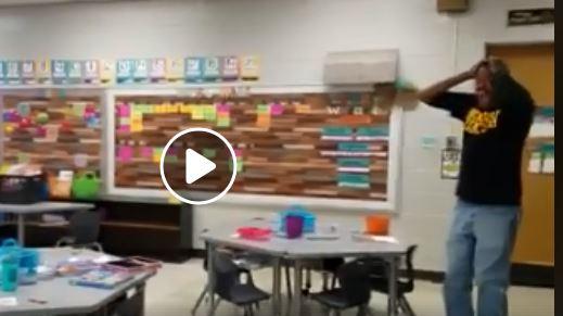 فيديو مؤثر.. رد فعل عامل أصم وأبكم هنأه الطلاب بعيد ميلاده بلغة الإشارة