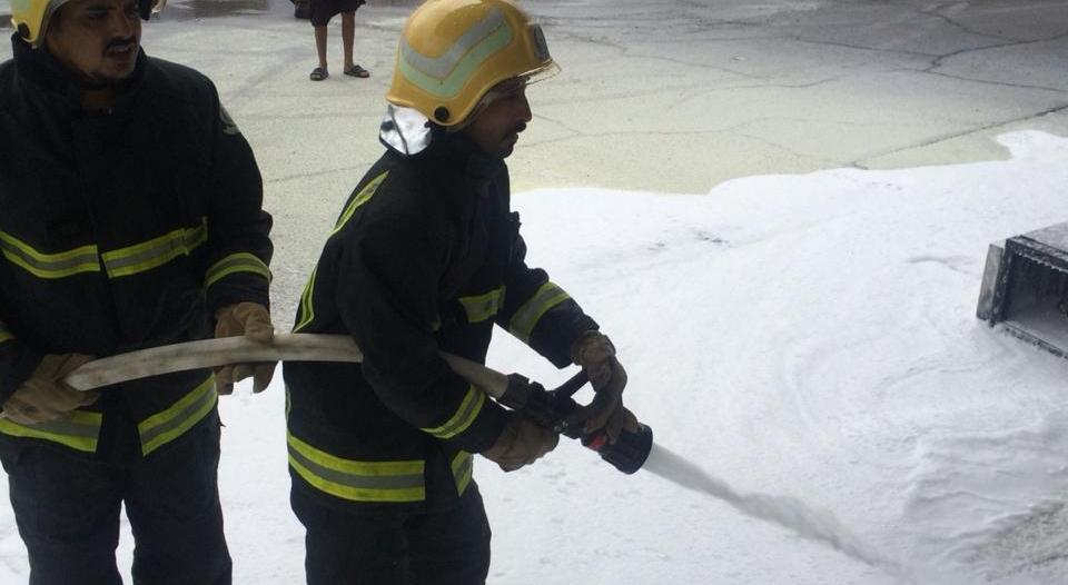 سحب طرمبة البنزين بمركبته فأشعل حريقًا في محطة بخيبر