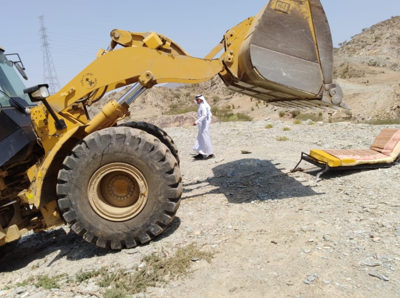 صور .. إيقاف التعدي على ٤٠ ألف م2 من الأراضي الحكومية بمحايل