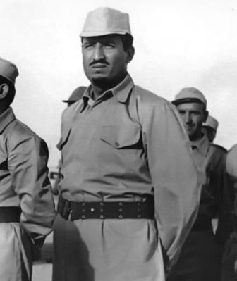 صورة نادرة للملك سلمان مرتدیاً الزي العسكري خلال مشاركته بحرب الودیعة