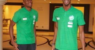 صور .. لاعبو الأخضر يصلون مقر معسكر الرياض