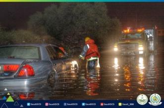 صور.. انتشال 12 مركبة بداخلها 16 شخصًا بتجمعات مياه الأمطار بالطائف - المواطن