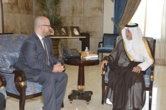 مستشار الملك يبحث مع القنصل الأمريكي التعاون المشترك - المواطن