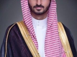 عبدالله بن بندر ينقل تعازي القيادة لذوي الشهيد الزهراني - المواطن