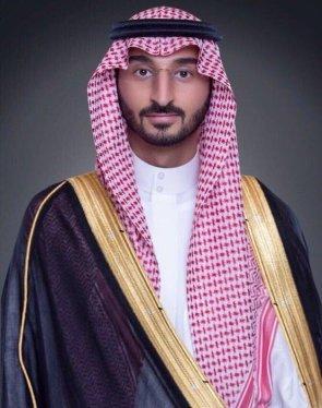 نائب أمير مكة ينقل تعازي القيادة لذوي الشهيد حباب البقمي