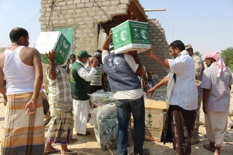 مركز الملك سلمان يوزع 15 طنًّا من المساعدات لمتضرري لبان
