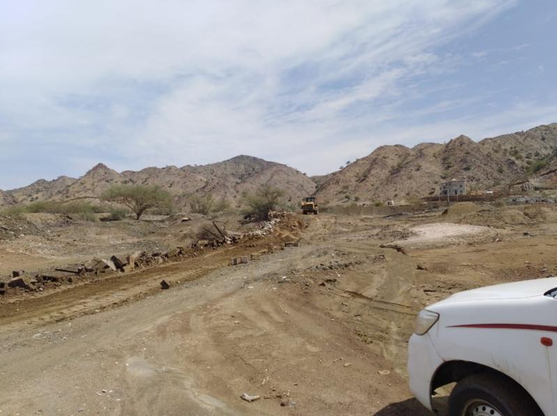 صور .. إزالة التعديات على 50 ألف م2 من الأراضي البيضاء بمحايل