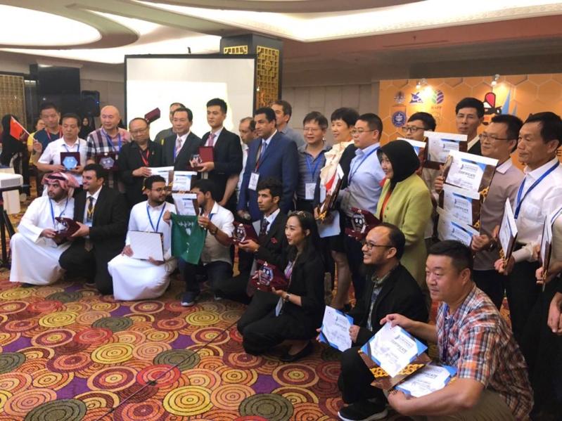 السعوديون يحصدون جوائز العسل بإندونيسيا