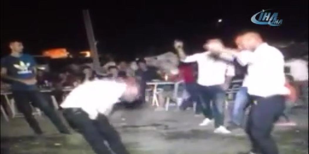 فيديو.. شاب يقتل شقيقه في حفل زفاف شقيقتهما