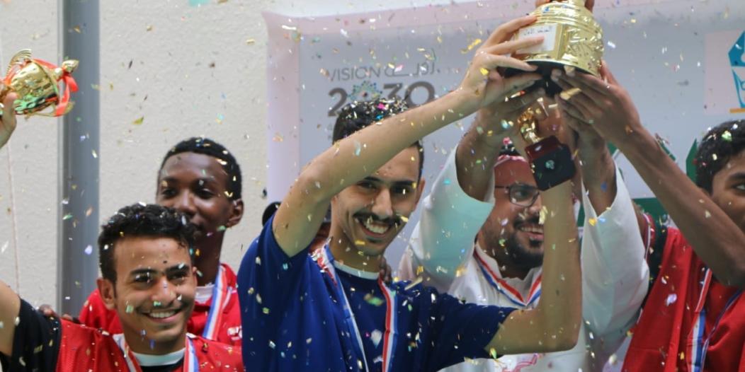 ثانوية الفيصل بالرياض تختتم بطولة الوطن للكرة بحضور عطيف وأحمد أشرف